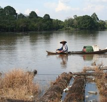 mediaitem/fisherman_on_the_Kampar_river