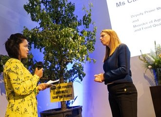 Carola Schouten receives tree @AmsterdamDeclarationPartnership Photo Marten van Dijl_Greenpeace