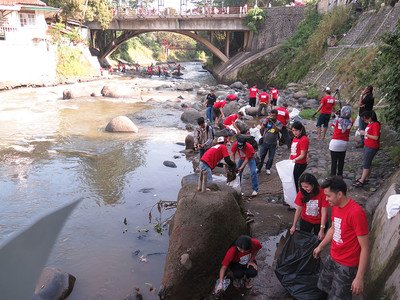 KPC garbage collecting activity, Ciliwung, Indonesia