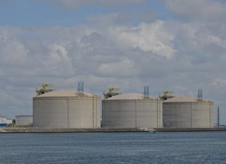 LNG tanks_gasrotonde_fossiel_haven Rotterdam_EIB_Photo by Astrid Westvang on Flickr.com