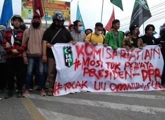 students protest against Omnibus Law in Gorontalo province