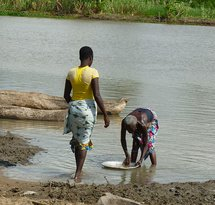 women_wash_dishes_in_the_river_near_Cotonou_Benin.JPG
